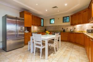A kitchen or kitchenette at 5 Bedroom Villa in Palm Jumeirah
