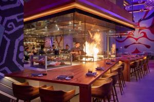 A restaurant or other place to eat at Mandarin Oriental Jumeira, Dubai
