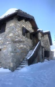 Namasté chalet hostel during the winter