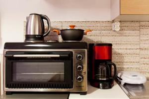 Set per la preparazione di tè e caffè presso Heraklion Modern Apartment