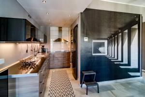 Una cocina o zona de cocina en RG - Elegant 2 Bedroom Apartment in Puerto B