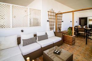 Zona de estar de RG - Elegant 2 Bedroom Apartment in Puerto B