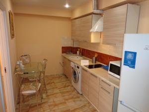 Кухня или мини-кухня в 2 к.кв.с видом на море