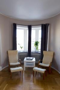 En sittgrupp på Hotell Hjalmar