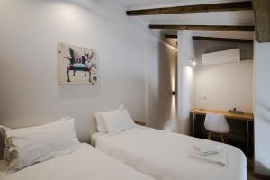 Ένα ή περισσότερα κρεβάτια σε δωμάτιο στο Stylish Studio Apartment - 8F House
