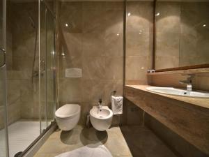 A bathroom at Hotel Doro City