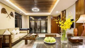 The lobby or reception area at Sanya Yalong Bay Villas & Spa