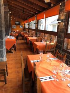 Un restaurante o sitio para comer en Hotel Sarao
