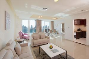 Et sittehjørne på Barceló Residences Dubai Marina
