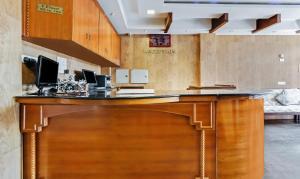 Treebo Trip Prakasam Residencyにあるキッチンまたは簡易キッチン