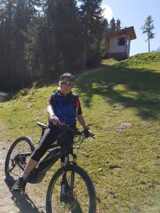 Radfahren an der Unterkunft Residence Pizzeria Priska oder in der Nähe
