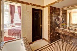 Hotel Atlas Deluxe tesisinde bir banyo