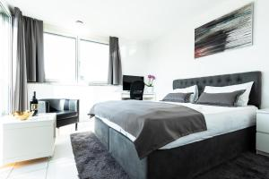 A bed or beds in a room at iQ130 Apartment Hotel