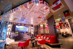The lounge or bar area at Ibis Lima Reducto Miraflores