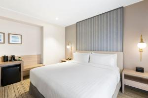 A bed or beds in a room at Holiday Inn Express - Lima San Isidro