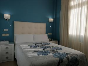 A bed or beds in a room at Hotel Playa Compostela