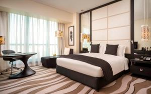 A bed or beds in a room at Sofitel Abu Dhabi Corniche