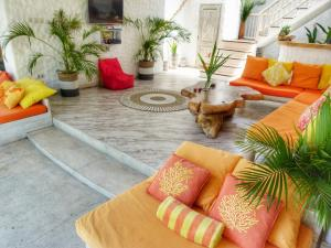 A seating area at Villa Rustic Charm