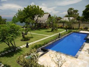 Pemandangan kolam renang di Villa Wilali atau di dekatnya