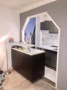 A kitchen or kitchenette at Apartment Inn including free parking