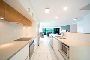 A kitchen or kitchenette at 35/144 Shingley Drive