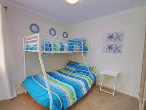 A bunk bed or bunk beds in a room at Eaglewings 5