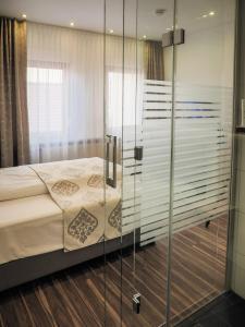 Ein Bett oder Betten in einem Zimmer der Unterkunft Hotel-Gasthof Weisses Ross