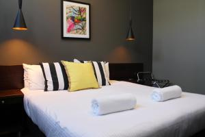 A bed or beds in a room at Criterion Hotel Sale