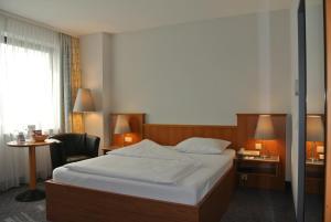 Ein Bett oder Betten in einem Zimmer der Unterkunft City Hotel Suhl