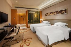A bed or beds in a room at Hilton Guangzhou Baiyun