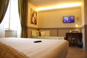 Кровать или кровати в номере Dnb House Hotel
