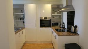 A kitchen or kitchenette at Quay Apartments