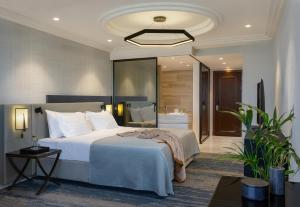 A bed or beds in a room at Dan Tel Aviv Hotel