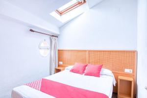Cama o camas de una habitación en OYO Hostal Nova Picanya