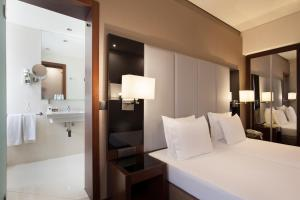 Cama o camas de una habitación en TURIM Restauradores Hotel