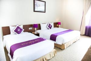 Giường trong phòng chung tại Hai Ba Trung Hotel & Spa
