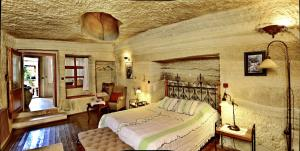A bed or beds in a room at Terra Cave Hotel