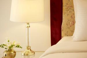 Un ou plusieurs lits dans un hébergement de l'établissement Old Town Luxury Suites 'Lady'