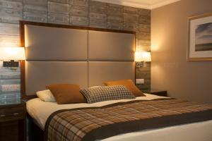 A bed or beds in a room at Cruachan Hotel