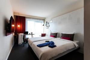 Кровать или кровати в номере pentahotel Inverness