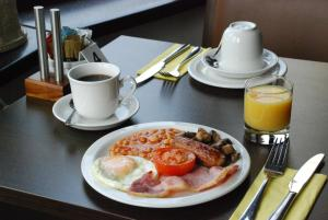 Breakfast options available to guests at Conifers Guest House