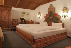 A bed or beds in a room at Alpenrose