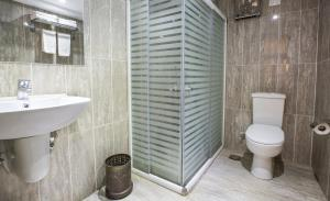 A bathroom at Obelisk Nile Hotel Aswan
