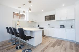 A kitchen or kitchenette at Randall Retreat, 22A Randall Drive