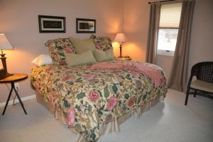 A bed or beds in a room at Magnolia Place Bed and Breakfast