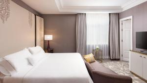 A bed or beds in a room at The Westin Palace, Madrid