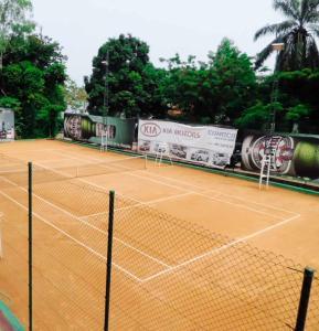 Tennis and/or squash facilities at Hotel Elais Kinshasa or nearby