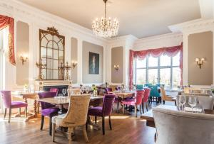 A restaurant or other place to eat at The Manor at Bickley