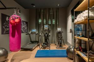 The fitness center and/or fitness facilities at Moxy Glasgow Merchant City