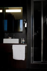 A bathroom at Twentyone Hotel